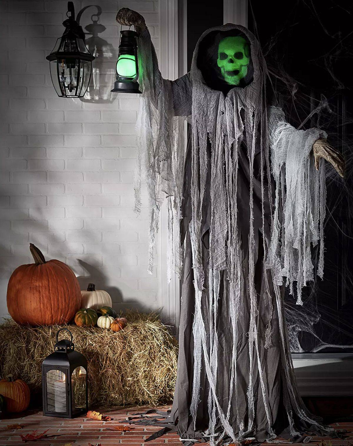 Going old school with Halloween decorations adds an additional pizzazz to your celebrations