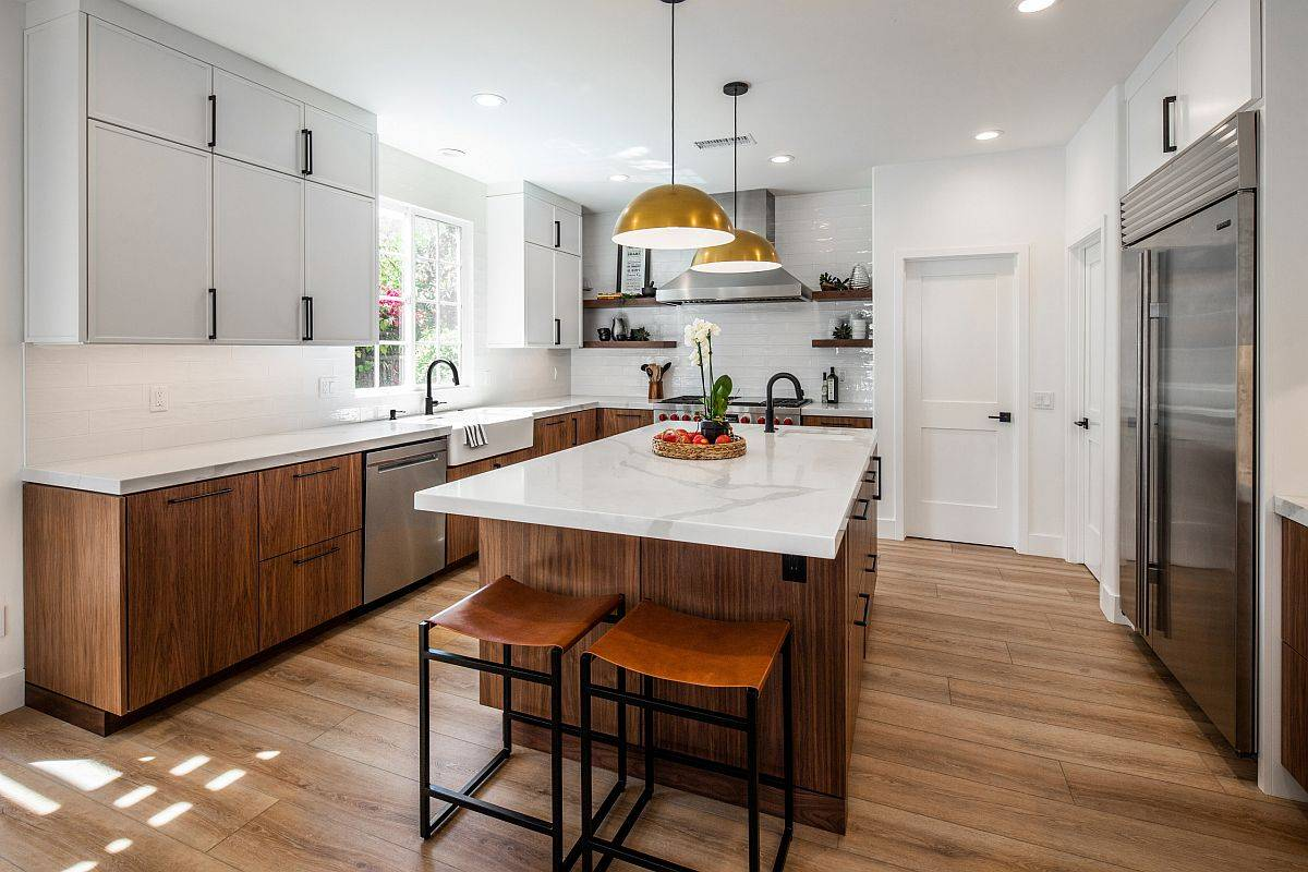 Gorgeous-and-spacious-kitchen-with-the-right-layout-makes-cooking-that-much-easier-90371