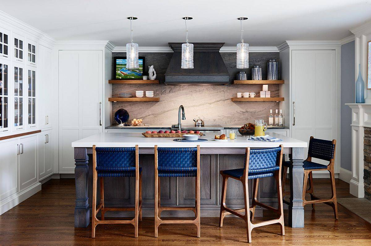 Gorgeous-beach-style-eat-in-kitchen-of-modern-Boston-home-with-delightful-pops-of-blue-45595