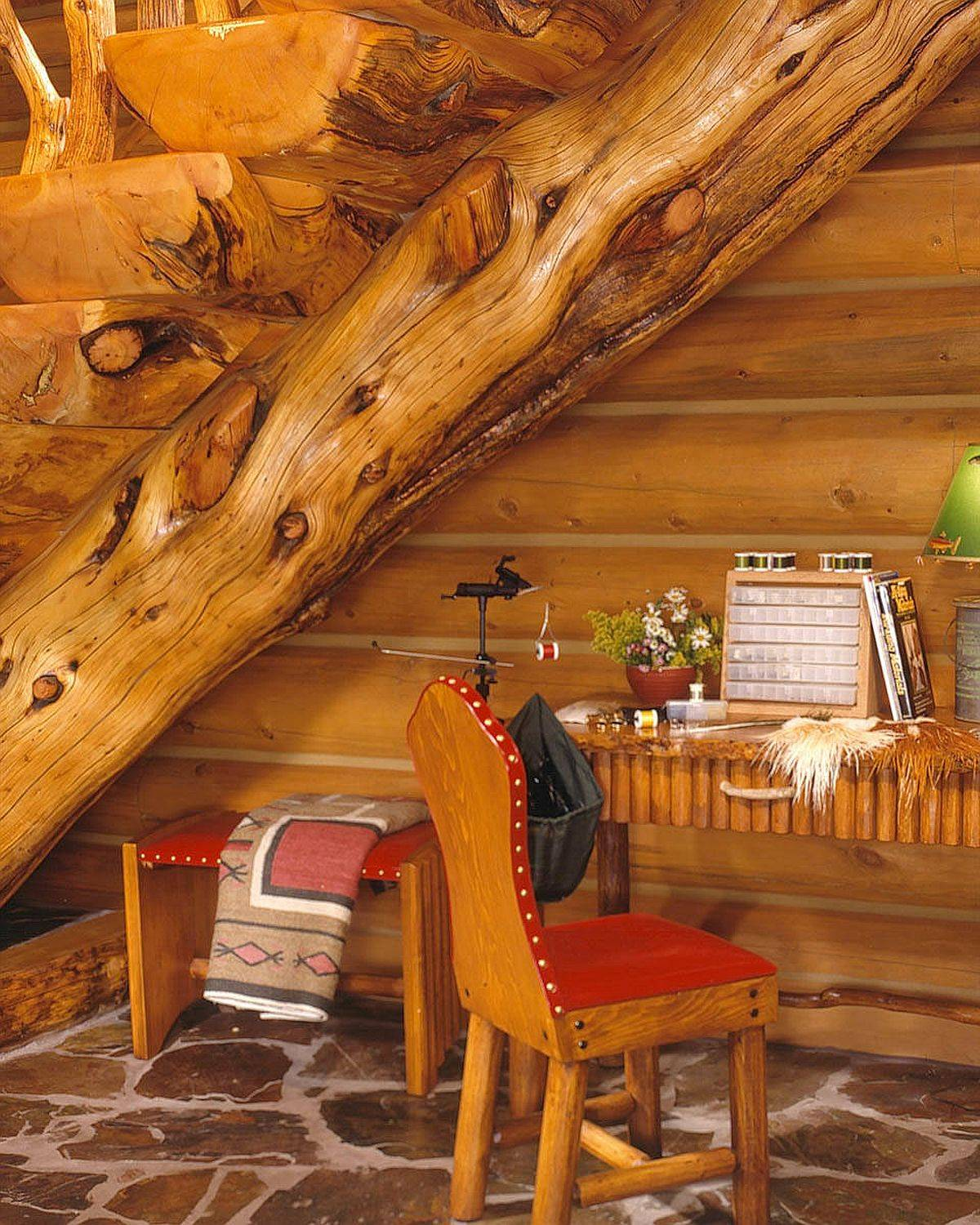 It-is-difficult-to-find-a-more-rustic-backdrop-than-this-for-the-small-rustic-home-office-54023
