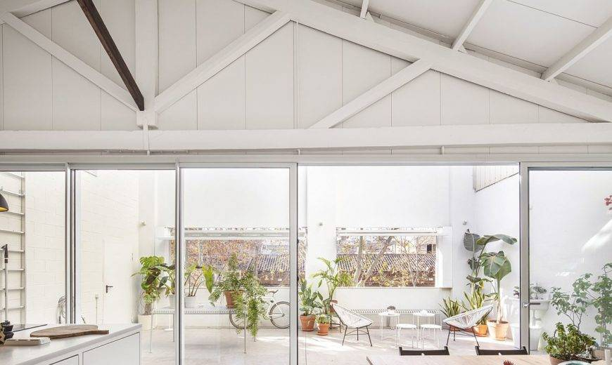 This Old Warehouse in Barcelona Finds New Life as a Spacious Modern Office