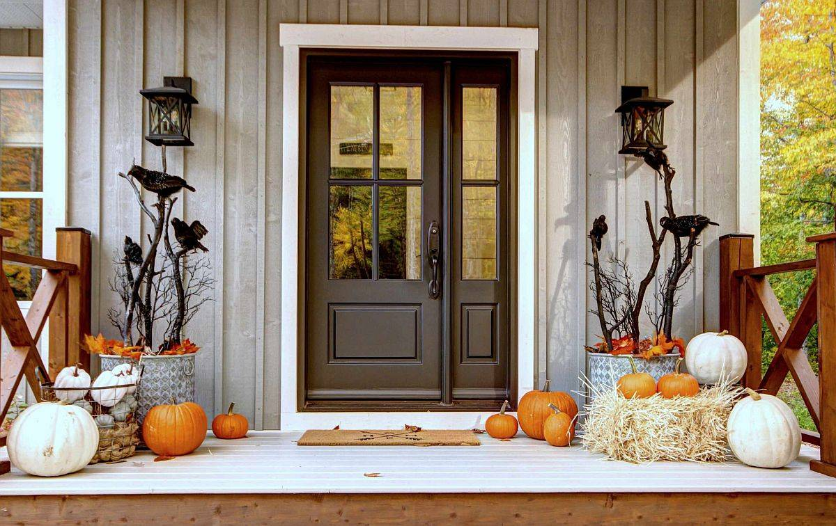 More vintage and classy approach to decorating the Halloween porch