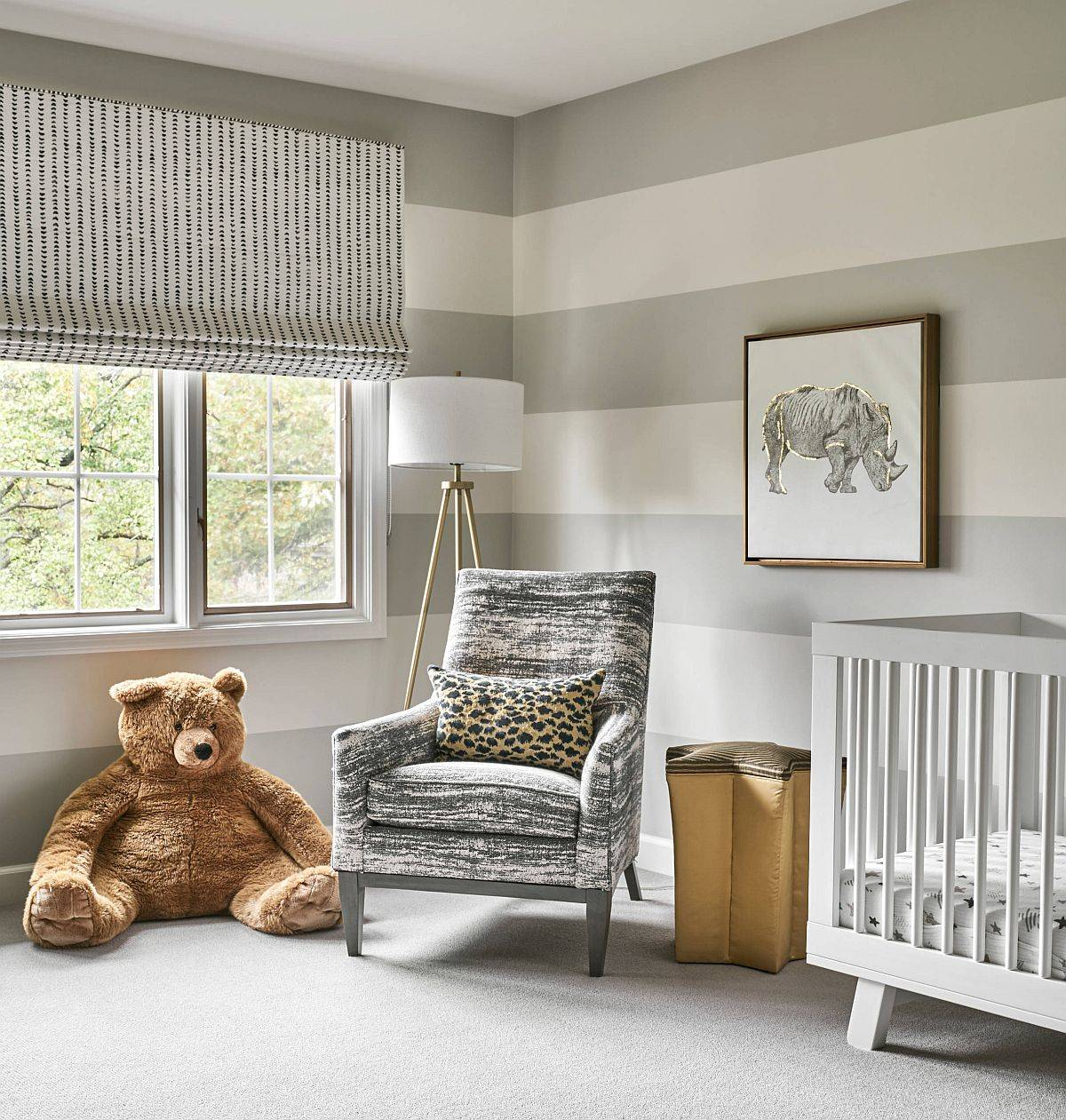 Striped wall in gray and white for the contemporary nursery