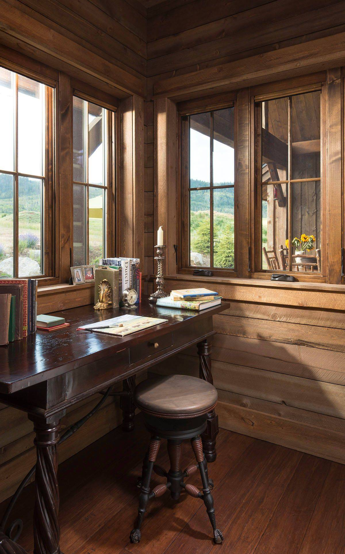 Take-in-the-views-as-you-get-things-done-while-working-from-home-52456